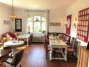 21929799-Doppelzimmer-2-Scharbeutz-300x225-4