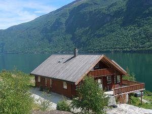 Ferienhaus für 8 Personen (200 m²) ab 95 € in Arnafjord