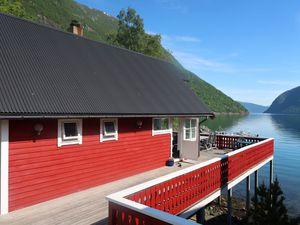 22130923-Ferienhaus-6-Arnafjord-300x225-0