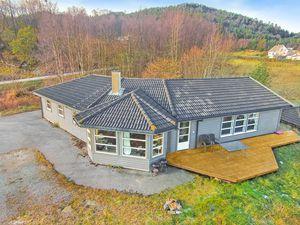 Ferienhaus für 10 Personen (166 m²) ab 111 € in Auklandshamn