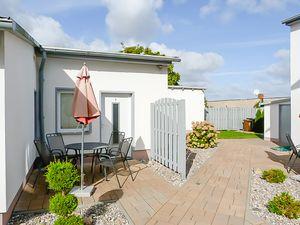 21864603-Ferienhaus-4-Baabe-300x225-8