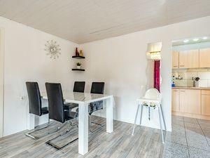 21864597-Ferienhaus-4-Baabe-300x225-3