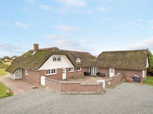 Ferienhaus für 14 Personen (294 m²) ab 59 € in Blåvand