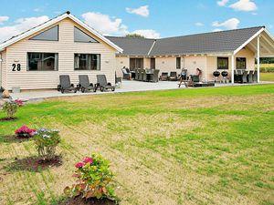 Ferienhaus für 22 Personen (315 m²) ab 216 € in Bogense
