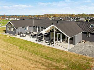 Ferienhaus für 30 Personen (375 m²) ab 371 € in Bogense