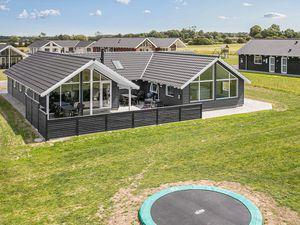 Ferienhaus für 14 Personen (200 m²) ab 161 € in Bogense
