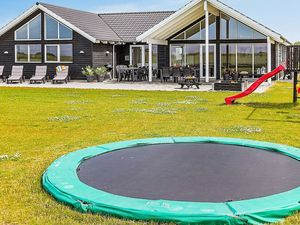 Ferienhaus für 16 Personen (250 m²) ab 208 € in Bogense