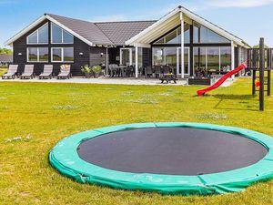 Ferienhaus für 16 Personen (250 m²) ab 206 € in Bogense