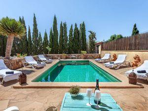 Ferienhaus für 8 Personen (280 m²) ab 199 € in Cala Llombards