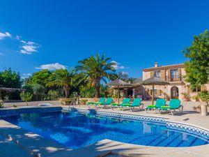 Ferienhaus für 6 Personen (250 m²) ab 168 € in Cala Llombards