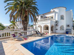 Ferienhaus für 8 Personen (180 m²) ab 278 € in Empuriabrava