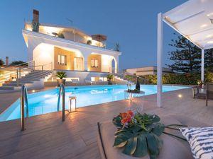 Ferienhaus für 9 Personen (200 m²) ab 272 € in Fontane Bianche