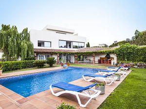 Ferienhaus für 12 Personen (530 m²) ab 422 € in Garriguella