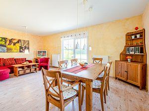 21994931-Ferienhaus-4-Glowe-300x225-4