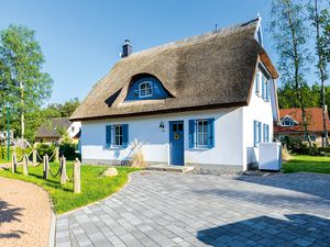 Ferienhaus für 8 Personen (129 m²) ab 37 € in Glowe