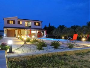 Ferienhaus für 8 Personen (120 m²) ab 154 € in Lisicic