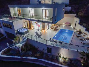 Ferienhaus für 10 Personen (300 m²) ab 340 € in Lokva Rogoznica