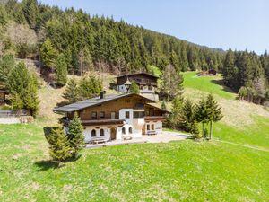 Ferienhaus für 12 Personen (130 m²) ab 221 € in Mayrhofen