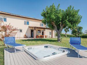 Ferienhaus für 13 Personen (260 m²) ab 97 € in Mondavio