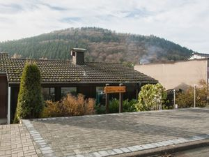 Ferienhaus für 6 Personen (85 m²) ab 81 € in Niedersfeld