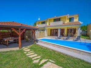 Ferienhaus für 9 Personen (120 m²) ab 90 € in Rogovići (Tar)
