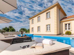 Ferienhaus für 8 Personen (130 m²) ab 150 € in Rojnici
