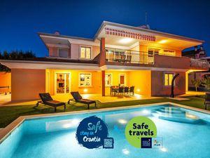 Ferienhaus für 8 Personen (1700 m²) ab 269 € in Rovinjsko Selo