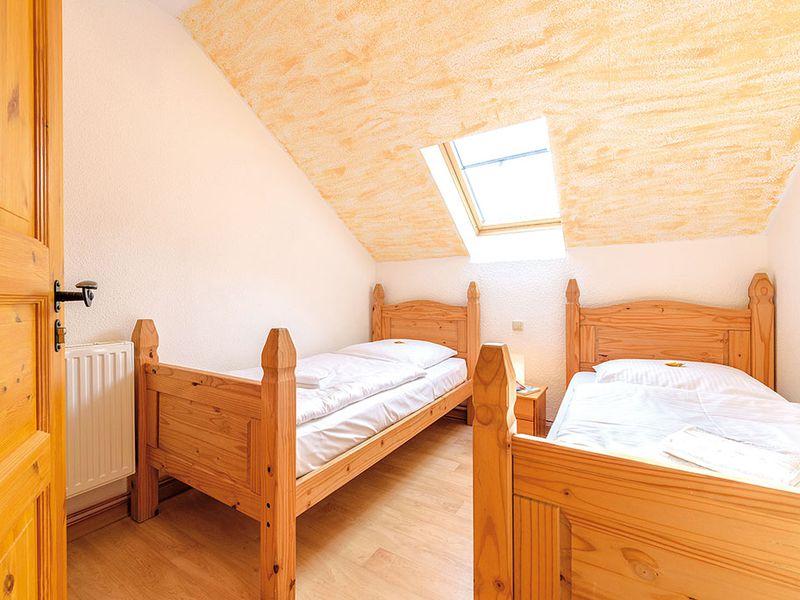 18366462-Ferienhaus-14-Schaprode-800x600-8