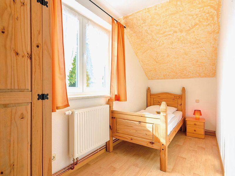 18366462-Ferienhaus-14-Schaprode-800x600-11