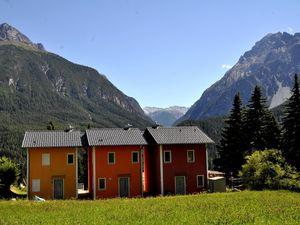 Ferienhaus für 8 Personen (120 m²) ab 205 € in Scuol