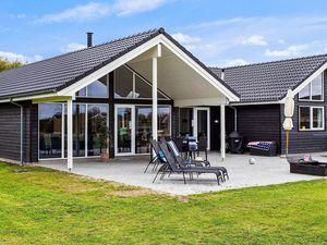 Ferienhaus für 16 Personen (242 m²) ab 188 €