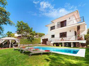 Ferienhaus für 8 Personen (240 m²) ab 182 €
