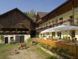 Ferienhaus für 10 Personen (110 m²) ab 170 € in Tittling
