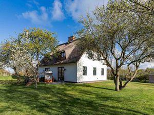 Ferienhaus für 3 Personen (67 m²) ab 100 € in Utersum