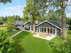 Ferienhaus für 14 Personen (236 m²) ab 152 € in Væggerløse