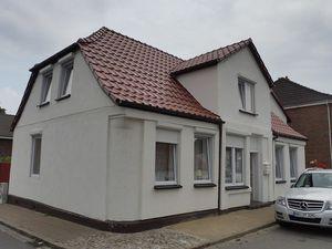 Ferienhaus für 8 Personen (260 m²) ab 87 € in Wesselburen