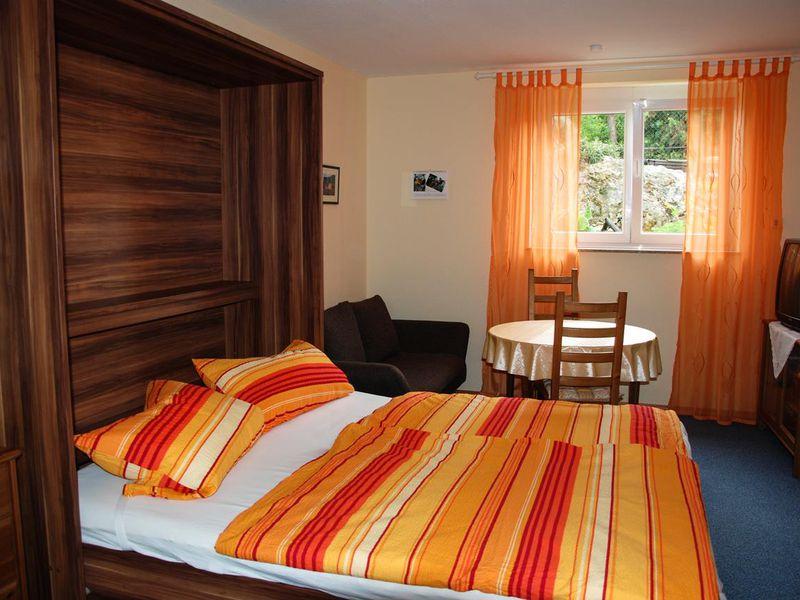 ferienwohnung f r 2 personen 30 m ab 35 id 17998633 bad d rkheim. Black Bedroom Furniture Sets. Home Design Ideas