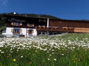 Ferienwohnung für 6 Personen (75 m²) ab 88 € in Bad Hindelang