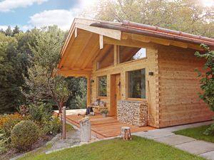 Ferienwohnung für 3 Personen (46 m²) ab 200 € in Bernau am Chiemsee