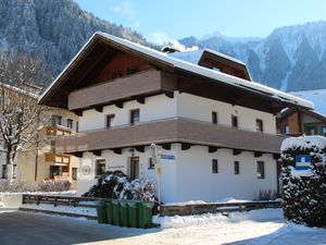 425730-Ferienwohnung-5-Mayrhofen-300x225-1