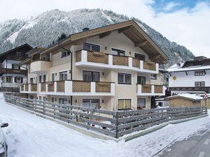 429153-Ferienwohnung-4-Mayrhofen-300x225-1