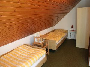 5614379-Ferienwohnung-4-Schönwald im Schwarzwald-300x225-6