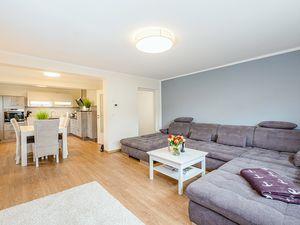 22004371-Ferienwohnung-6-Zingst (Ostseebad)-300x225-3