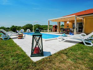 Villa für 8 Personen (150 m²) ab 43 € in Kanfanar